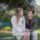 Kristin (Vijessna Ferkic) hofft, dass ihr Verlobter Ryan (Marc Schöttner) das Familienanwesen in Cornwall verkauft, um mit ihr in Kapstadt ein eigenes Weingut aufzubauen.